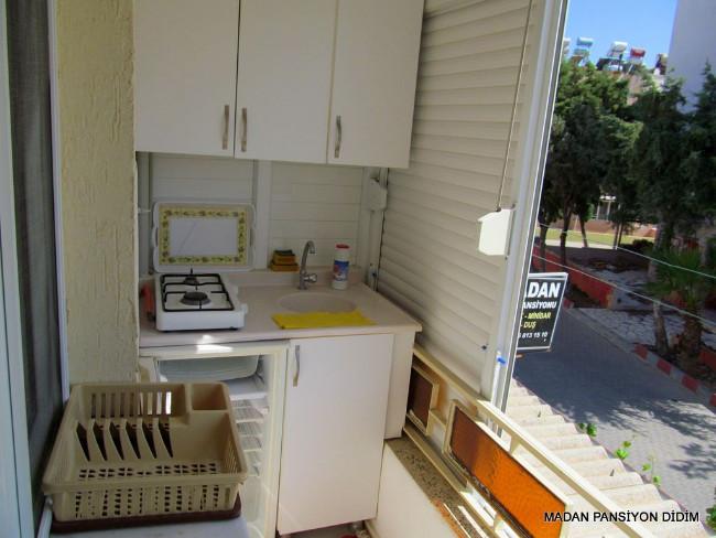 didim_aile_pansiyonu_balkon-mutfak-001