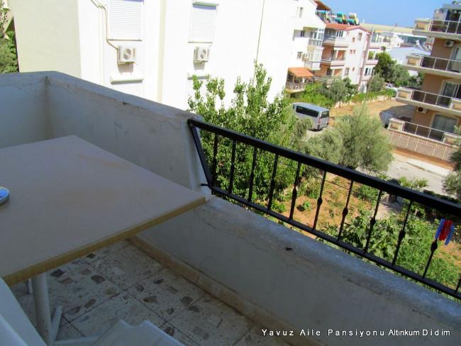 yavuz-pansiyon-altinkum-balkonu