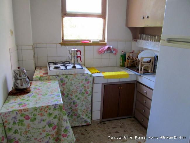 yavuz-pansiyon-altinkum-mutfak