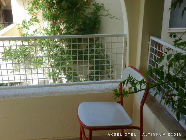 aksel-otel-altinkum-balkon