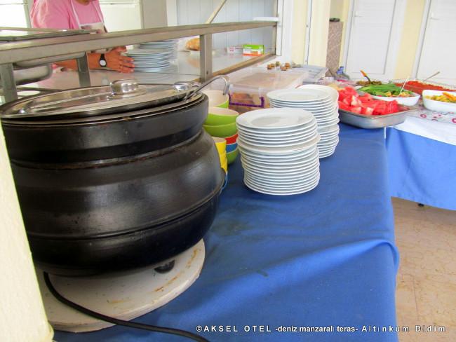 aksel-otel-terasta-yemek