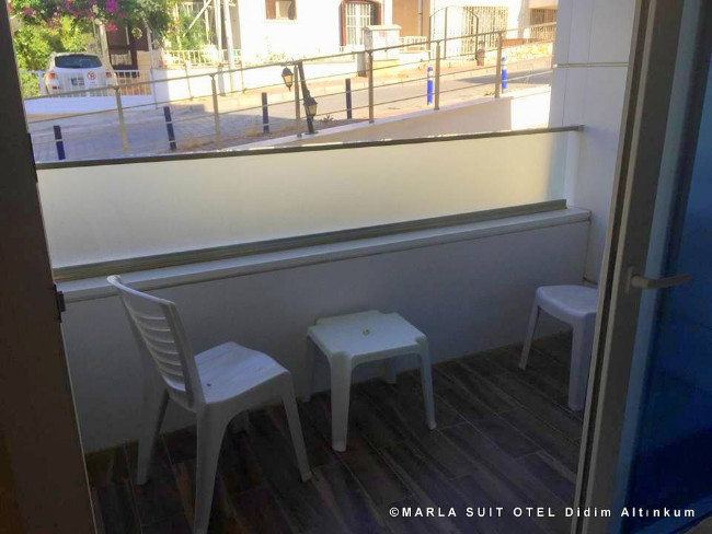 marla-suit-otel-didim-altinkum-balkon