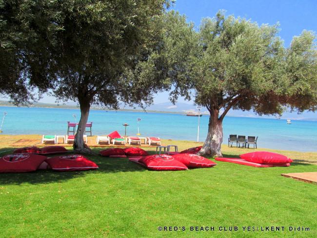 yesilkent-plaj-red-bungalow