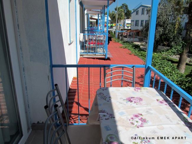 altinkum-emek-apart-balkon