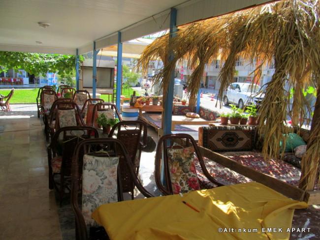 altinkum-emek-apart-restoran