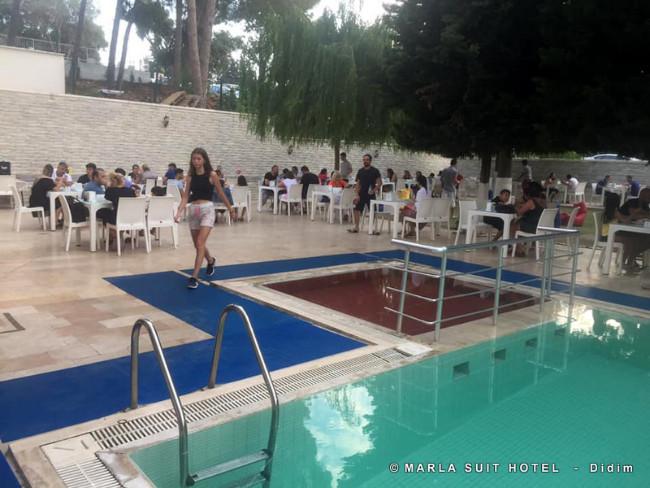 didim-marla-suit-otel-havuz